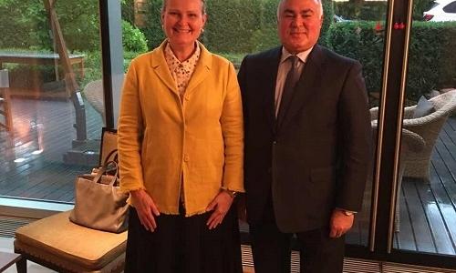 الممثل الدائم لجمهورية العراق لدى الأمم المتحدة في جنيف، السفير مؤيد صالح، يلتقي بالسيدة ليز غراندي، الممثل الخاص لبعثة الأمم المتحدة لمساعدة العراق